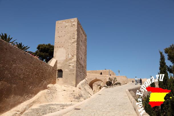 Внутри замка Санта Барбара