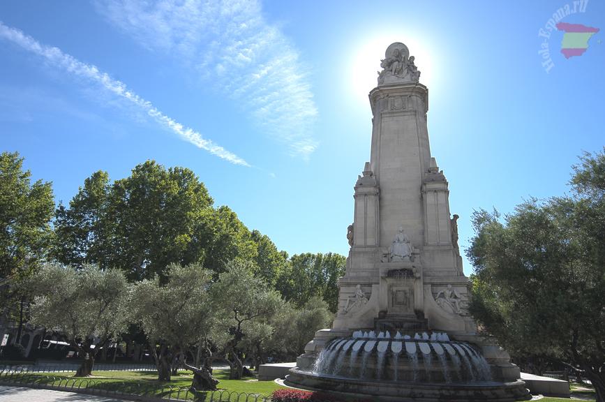 Достопримечательности испанской столицы - памятник Сервантесу