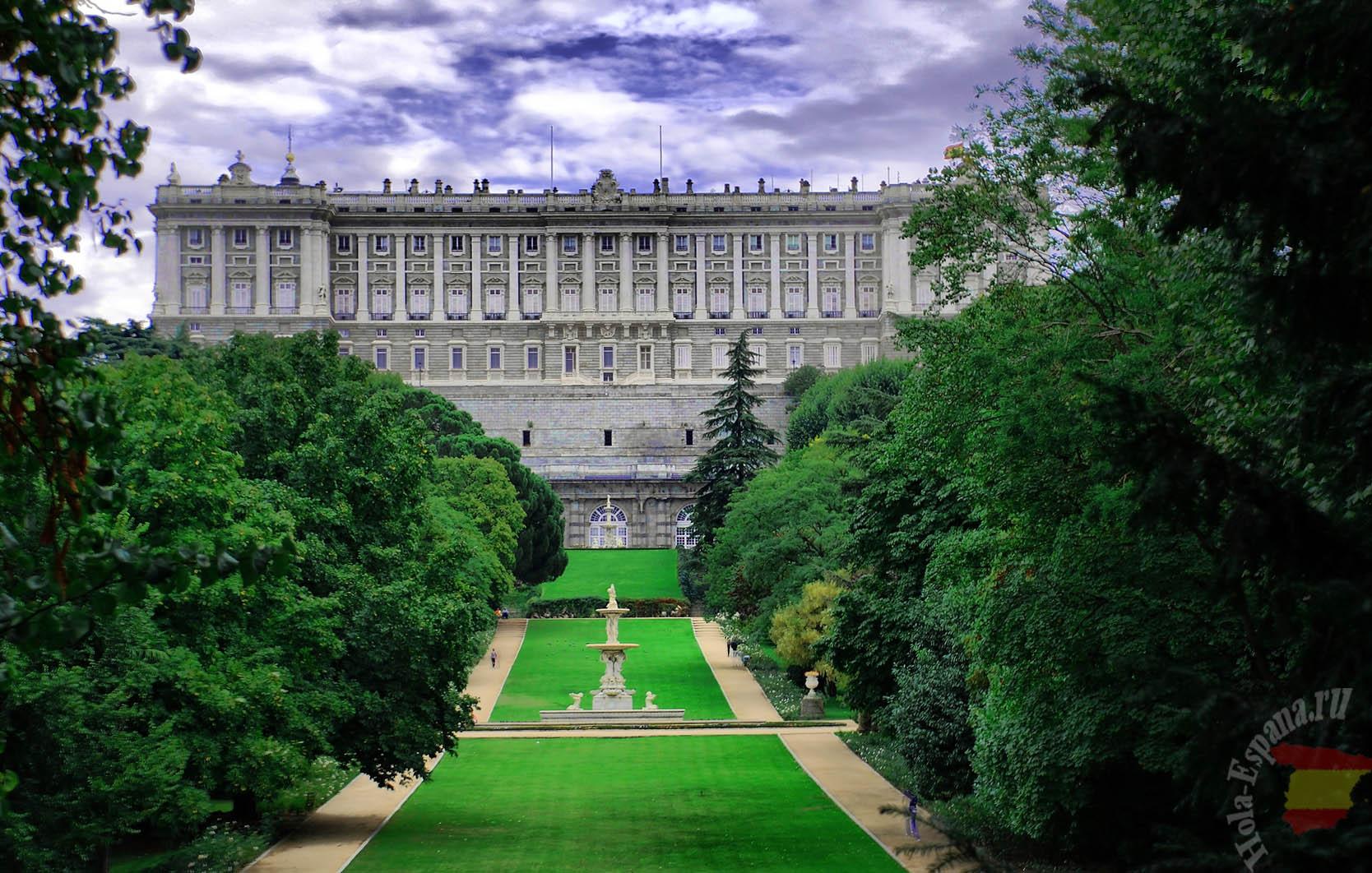 Madrid. Palacio Real desde el Campo del Moro (Royal Palace).