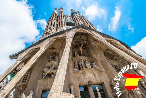 Знаменитая достопримечательность Барселоны - Храм Саграда Фамилия