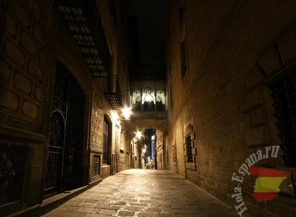 Ночной готический квартал в Барселоне