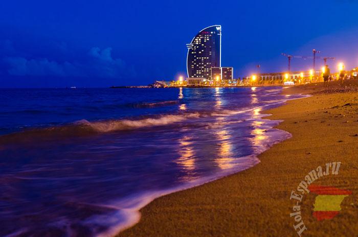 Пляж Барселонета ночью