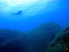 Дайвер у побережья Иерро