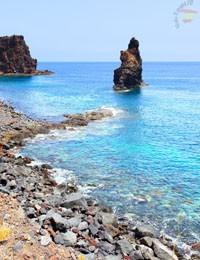 Каменистый пляж на о. Иерро