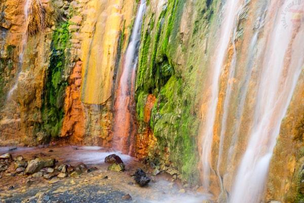 Водопад Цветной водопад Caldera de Taburiente на острове Пальма (Испания)