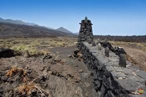 Искусственные ограждения из лавы в Fuencaliente
