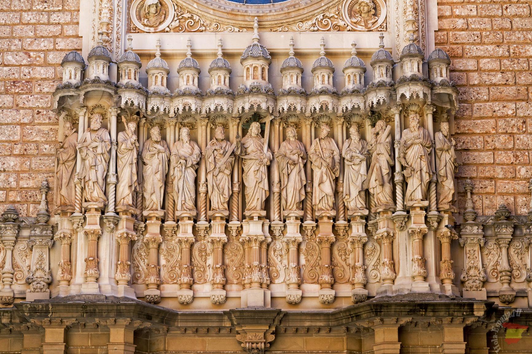 Барельеф на фасаде монастыря