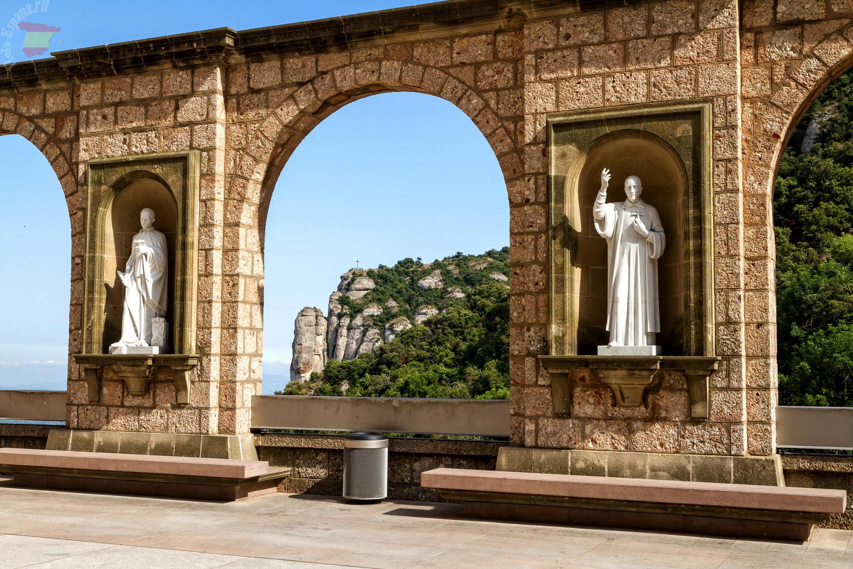 Скульптуры в обители монастыря Монсеррат