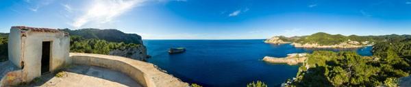 Панорамный снимок западного побережья Ибицы