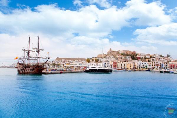 Порт города Ибицы