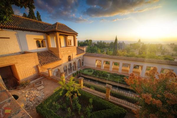Знаменитая Альгамбра