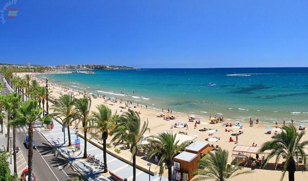 Часть панорамного снимка пляжа:)